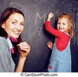 教室, かわいい, わずかしか, 概念, 人々, 黒板, 朗らかである, 微笑, 生徒, lfestyle, 勉強, 教師, 幸せ