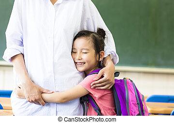 教室, わずかしか, 彼女, 抱き合う, 母, 女の子, 幸せ