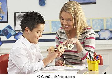 教室, 学校, 仕事, 予備選挙, 生徒, 机, 男性の教師