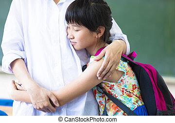 教室, 彼女, 抱き合う, 母, 女の子, 幸せ