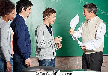 教室, 成功した, 教授, 結果, 学生, テスト, マレ, 提示, 幸せ