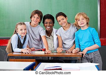 教室, 机, 教師, 学童