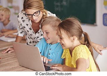 教室, 生徒, ラップトップ, 教師, 使うこと