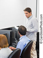 教師, そして, 成長した, 生徒, 中に, コンピュータ室