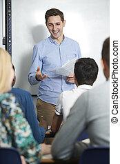 教師, に話すこと, 生徒, クラスで