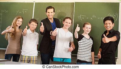 教師, やる気を起こさせる, 生徒, 中に, 学校の クラス