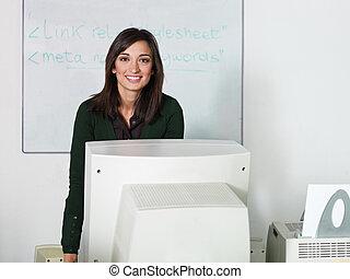 教師, 中に, コンピュータクラス