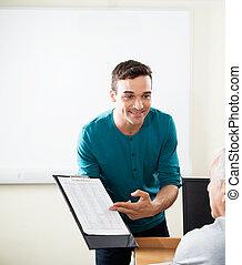 教師, 提示, クリップボード, へ, 学生, 中に, コンピュータクラス