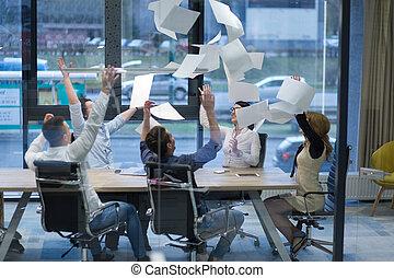 文書, グループ, ビジネス 人々, 投げる, 始動, 若い