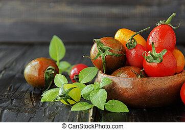 新しい トマト, ∥で∥, バジル, 上に, 木製のテーブル, 選択的な 焦点