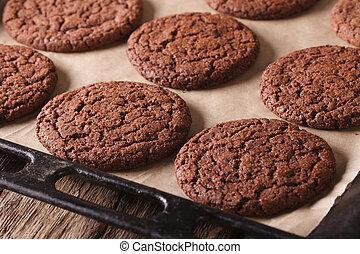 新たに, 焼かれた, チョコレートクッキー, 上に, a, べーキングシーツ, close-up., 横