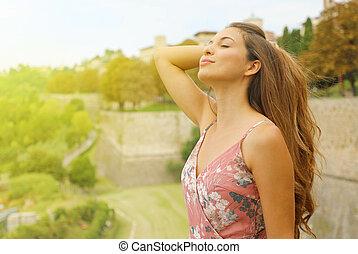新たに, sensual, 空気。, 呼吸する, 楽しむ, 屋外, 女, ファッション, 優雅である