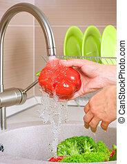 新鮮な野菜, washing., 食品。, 健康, 台所