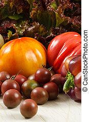 新鲜的番茄, 同时,, 莴苣