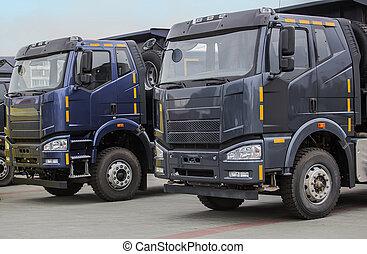 新, 傾卸卡車, 在一行中