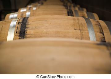 新, 橡木, 桶, ......的, 酒, 躺, 在一行中