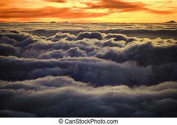 日の出, 上に, clouds.