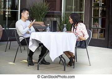 日付, 恋人, アウトドアのカフェ, 戦い