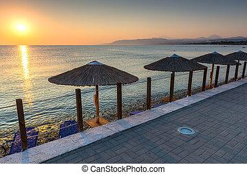 日出, 在海滩上