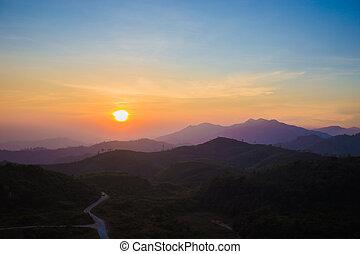 日出, 山