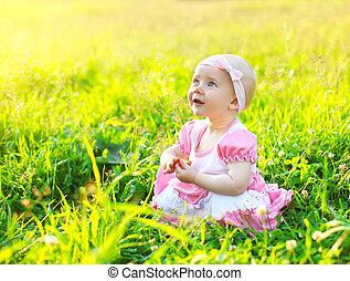 日当たりが良い, 肖像画, の, かわいい, 子供, 芝生に, 中に, 夏の日