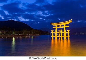 日本, itsukushima聖地, 夜晚