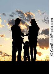 日没, シルエット, 若い 家族, 子供