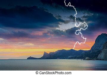 日没, 中に, ∥, 海, bay., 稲光, 雷, 雨