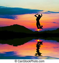 日没, 女 シルエット, 跳躍, 幸せ