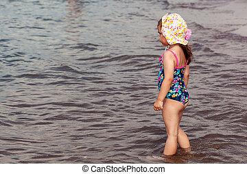日没 浜, 女の子, 小さい子供