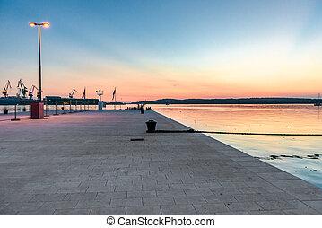 日没, 突堤, 平和である