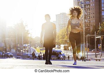 日没, 美しい女性, 動くこと, 都市