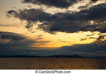日没, seascape., 暗い雲, 中に, ∥, 空