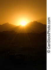日落, 在中, a, 山