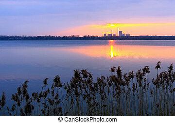 日落, 工厂