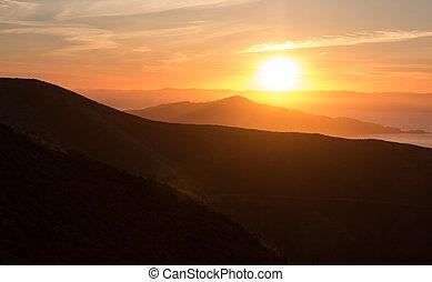 明るい太陽, 上昇, 上に, ∥, 山