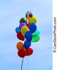 明亮, 色彩豐富的汽球, 在上方, 藍色的天空