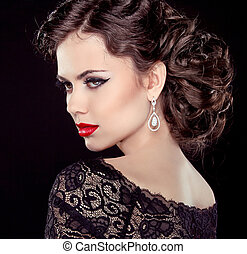 時裝, 黑發淺黑膚色女子, 模型, portrait., 珠寶, 以及, hairstyle., 雅致, 夫人, 被隔离, 上, 黑色, 背景。