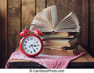 時計, 警報, 本, レトロ, テーブル。, 山, 赤
