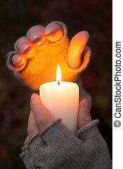 暗い, ろうそく, 祈ること, 背景, 手