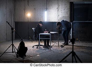 暗い, 労働者のオフィス, ハッカー, 才能がある, 間, videographer, 録音