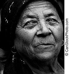 暗い, 芸術的, 肖像画, の, 意味深長, 年長の 女性