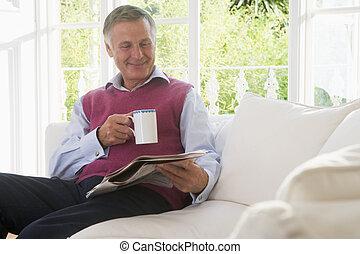 暮らし, コーヒー, 部屋, 新聞, 微笑, 読書, 人