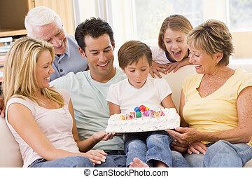 暮らし, 吹く, 部屋, 家族, 男の子, 蝋燭, 若い, 微笑, から