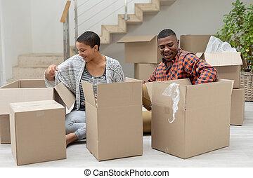 暮らし, 荷を解くこと, 恋人, 箱, ボール紙, 部屋