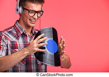 曲がること, 身に着けていること, 聞くこと, headphones., 若い, 音楽, 背景, 肖像画, 人, ディスク, 赤, 人