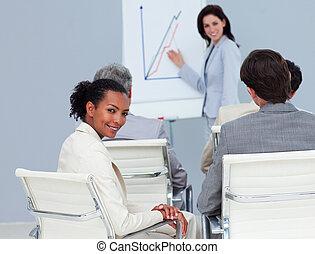會議, 從事工商業的女性, 微笑, 照像機, 迷人