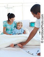 有吸引力, 醫生, 檢查, a, 小女孩, 由于, 她, 母親, 在, 拖, 在期間, a, 訪問