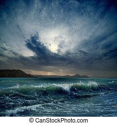 有暴風雨的海
