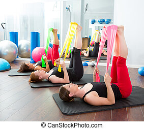 有氧運動, pilates, 婦女, 由于, 橡皮筋兒, 在一行中
